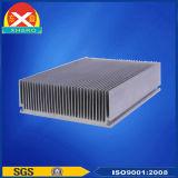 L'aluminium expulsé profile le radiateur utilisé dans l'amplificateur de puissance