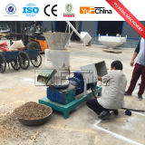 As aves domésticas de Yufeng alimentam a máquina da pelota com Ce