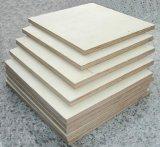 La mayoría de la madera contrachapada comercial popular
