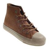 男の子の高い上の歩く通りによって加硫させる靴