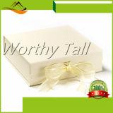 Rectángulo de regalo de encargo de papel alineado satén blanco especial del diseño con la cinta