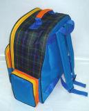 PVC裏付けとポリエステル肩のランドセルを点検しなさい
