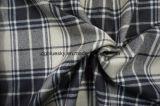 Ткань шерстей с одеждой из твида цветов