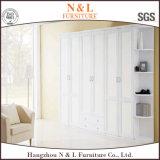 Modèles de garde-robe de mur de chambre à coucher de stratifié de blanc de cabinet de plain-pied