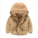 子供の衣服のために暖かい長い袖の毛羽織りのジャケットのたくわえ