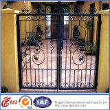Puerta residencial hermosa del hierro labrado