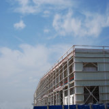 백색 회색 벽 강철 구조물 창고 건물