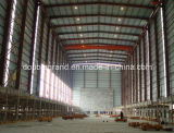 Светлая мастерская стальной структуры с краном внутрь
