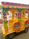 子供の娯楽は象様式の無軌道の電車に乗る