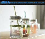 De duidelijke Flessen van de Metselaar van het Glas met de Deksels van het Handvat en van het Metaal