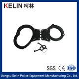 Fesselt für Polizei mit Handschellen