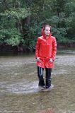 Le donne del Mens impermeabilizzano i rivestimenti rossi della pioggia degli impermeabili del vestito della pioggia del PVC
