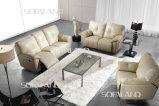 クリーム色の白いカラー本革の大きいサイズのリクライニングチェアのソファー