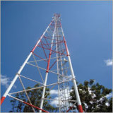 Torre galvanizada triángulo para la difusión de la comunicación