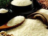 O arroz quebrado de capacidade elevada fêz a alimento nutritivo a extrusora artificial do arroz