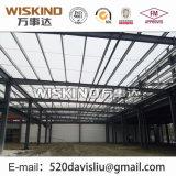 ライトプレハブの鉄骨構造から成っている倉庫