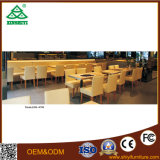 Uso de madeira da tabela e das cadeiras de jantar para o estilo moderno do restaurante