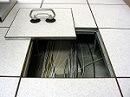 HPL o PVC que cubre el acceso levantó el piso