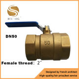 Importador de cobre amarillo de la vávula de bola en China Dn 20/30/40/50 con el varón a la cuerda de rosca femenina