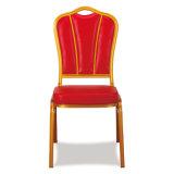 Boda posterior hermosa del banquete del hotel que cena la silla