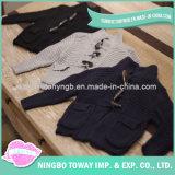 Il maglione lavorato a maglia il nero di bianco grigio scherza il cardigan del bambino