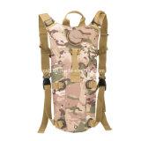 Los militares camuflan el morral del bolso de agua para ir de excursión que sube