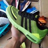 人のための在庫のスポーツの靴