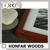 Frame de madeira da foto do retrato de Brown com montagem