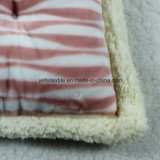 Полиэфир заполняя мягкую подушку сиденья стула софы глиста