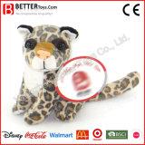 L'animal mol joue le léopard pour des enfants
