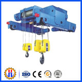 Подъемы веревочки провода поднимаясь оборудования крана башни