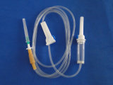Beschikbare Infusie Set/IV die met Misstap Luer/de Naald van het Slot wordt geplaatst Luer