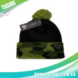 カスタマイズされた簡単な帽子は編んだ球(106)が付いている冬によって平手打ちされた帽子を