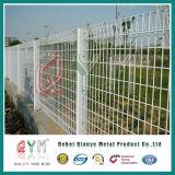 網または亜鉛上塗を施してあるBrcの金網の塀を囲うBrc