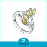 Il commercio all'ingrosso divide gli anelli in lotti dell'argento sterlina per le donne
