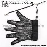 в Stock рыбах регулируя перчатку