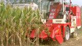 모든 줄 우주복을%s 가진 작은 농장 옥수수 수확기