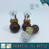 Fles van het Glas van de Essentiële Olie van de pompoen de Amber met het Deksel van de Bloem