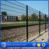 塗られる868mm、565mm PVCおよび庭のためのロールスロイスをを使用して囲う電流を通された金網