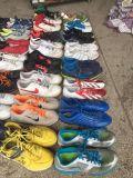 Sapatas usadas, sapatas da segunda mão na qualidade superior do AAA da classe com as sapatas usadas do homem do tamanho do tipo esportes grandes