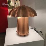 Lampada moderna del tavolino da notte del metallo di disegno del fungo