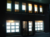 Los agentes de la propiedad inmobiliaria utilizan detrás visualizaciones de LED del Lit