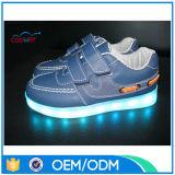 O fornecedor da fábrica de OEM/ODM O diodo emissor de luz da dança que do corredor se ilumina caçoa acima sapatas