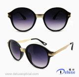 Gafas de sol plásticas de la manera del diseñador a estrenar para las mujeres/señora (DP1225YZ)