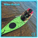 1 kayak en plastique de mer d'océan de personne avec les pédales et le gouvernail de direction
