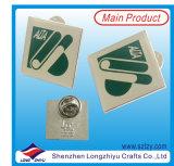 Миниым покрынный золотом значок металла с смешной логосом