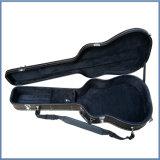 Случай гитары дешевого черного цвета трудный