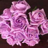 Las flores artificiales multicoloras para la decoración casera