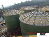 Réservoir en plastique renforcé de verre de fibre grand sur le site