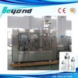 Agua mineral del agua pura que hace la máquina